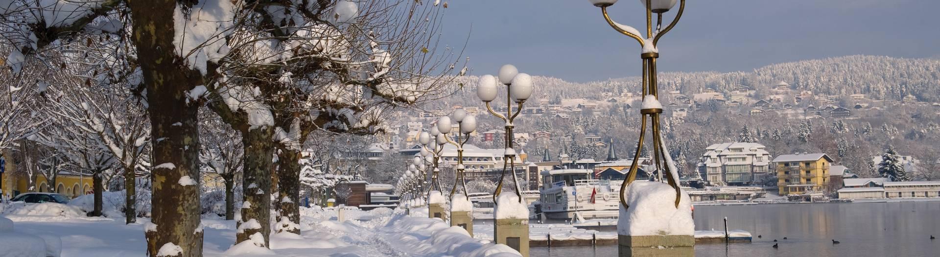 Velden tief verschneit im Winter