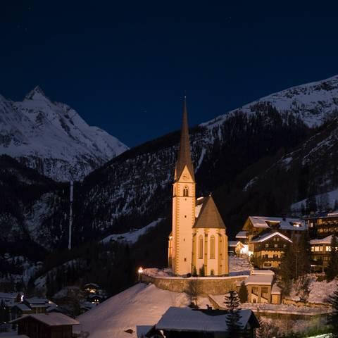 Ein Wintermärchen wartet in Heiligenblut. Wild, mystisch und heimelig. Hoch oben thront der höchste Berg Österreichs, der Großglockner.