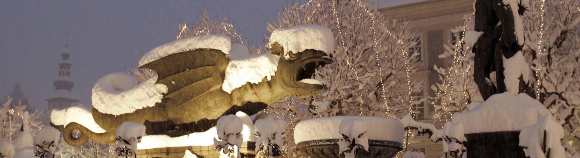 Klagenfurt am Wörthersee mit Lindwurm im Schnee