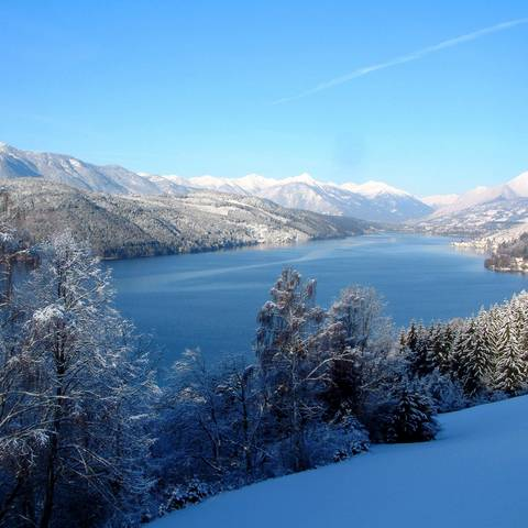 Blick auf den Millstätter See im Winter