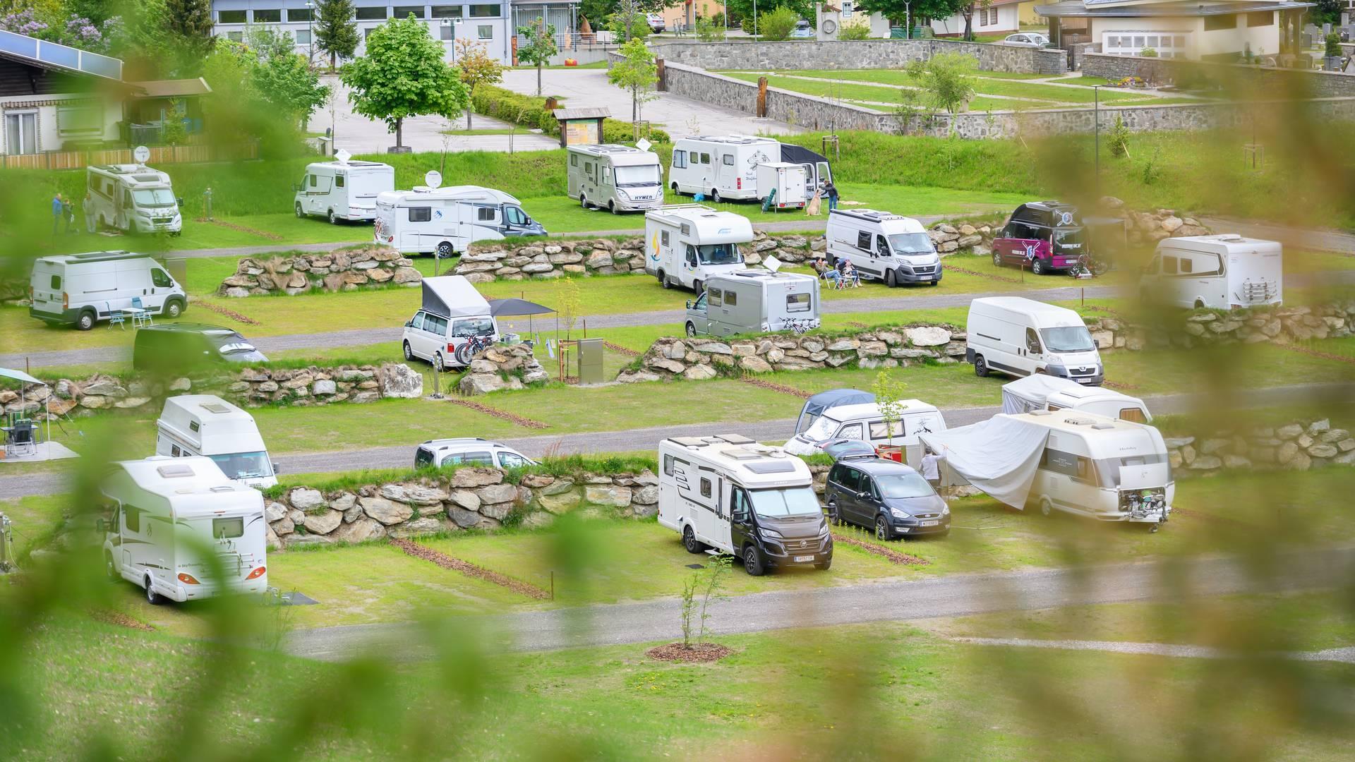 Die Camping-Stellplaetze von Hochoben Camping