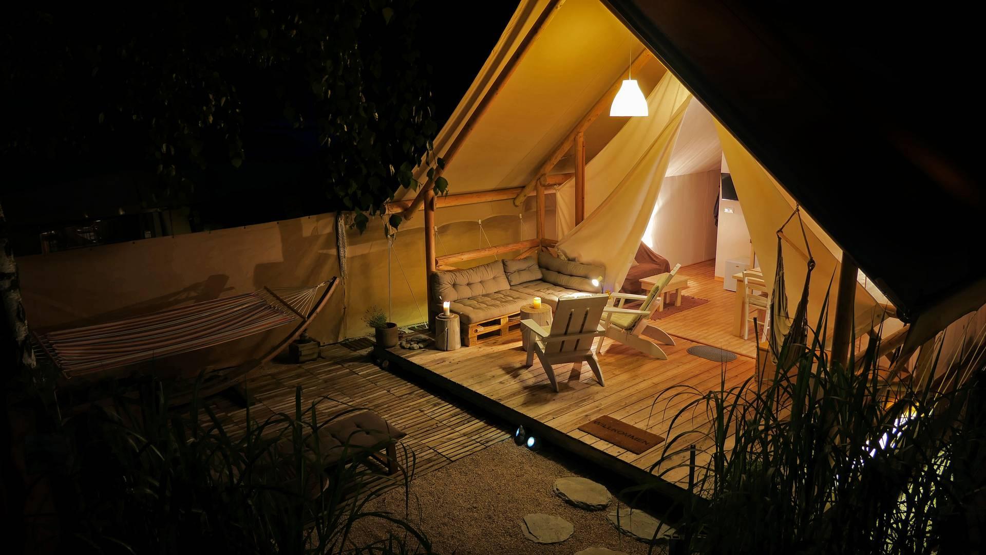 Lodgezelt am Turnersee bei Nacht