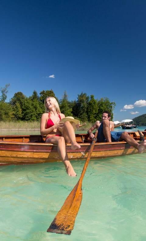 Den See in Kärnten mit dem Ruderboot erkunden